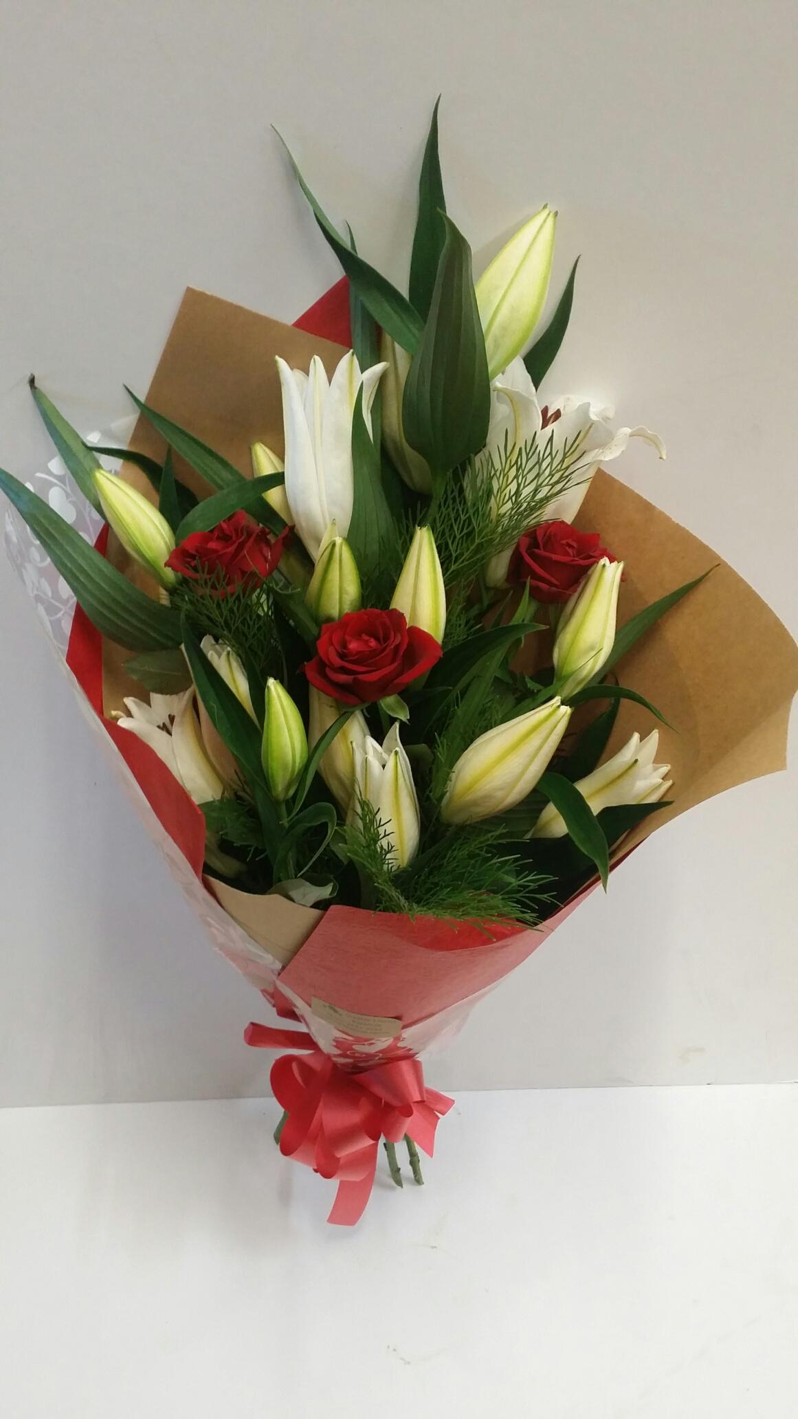 Lily rose bouquet 6 roses whites florist 20140210105755resized izmirmasajfo